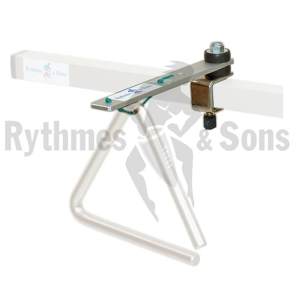 Attache triangle pour chassis